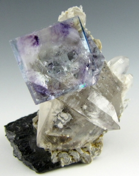 Fluorite on Quartz with Ferberite from Yaogangxian mine, Yizhan co., Chenzhou city, HuNan province, China [db_pics/pics/fluorite3a.jpg]