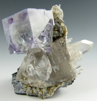 Fluorite on Quartz with Ferberite from Yaogangxian mine, Yizhan co., Chenzhou city, HuNan province, China [db_pics/pics/fluorite3b.jpg]