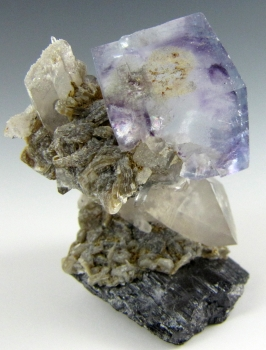 Fluorite on Quartz with Ferberite from Yaogangxian mine, Yizhan co., Chenzhou city, HuNan province, China [db_pics/pics/fluorite3d.jpg]