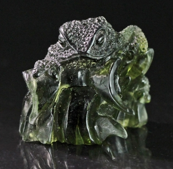 Moldavite carving from Chlum, Moldau River Valley, Czech Republic [db_pics/pics/moldavite13c.jpg]