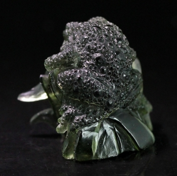 Moldavite carving from Chlum, Moldau River Valley, Czech Republic [db_pics/pics/moldavite13d.jpg]