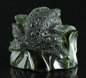Moldavite carving from Chlum, Moldau River Valley, Czech Republic [db_pics/pics/moldavite13e.jpg]