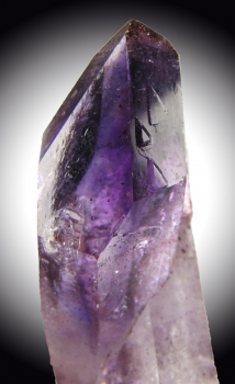 Quartz Var. Amethyst with Prehnite and Analcime from Goboboseb Mtns. Brandberg Dist. Erongo Region, Namibia [db_pics/pics/quartz54b.jpg]