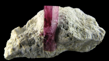 Red Beryl on rhyolite from Violet Claims, Wah Wah mountains, Utah [db_pics/pics/redberyl1e.jpg]