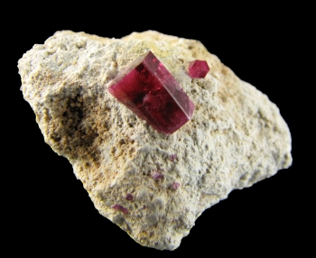 Red Beryl on rhyolite from Violet Claims, Wah Wah mountains, Utah [db_pics/pics/redberyl2c.jpg]