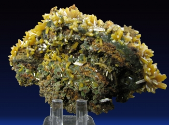 Wulfenite with Mimetite on Limonite from Ojuela Mine, Mapimi, Durango, Mexico [db_pics/pics/wulfenite2c.jpg]